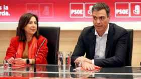 Margarita Robles y Pedro Sánchez, en un acto del partido celebrado el pasado mes de abril.