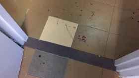 Manchas de sangre tras el motín del CIE de Aluche.