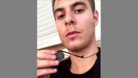 Un selfi de Patrick con su símbolo fetiche