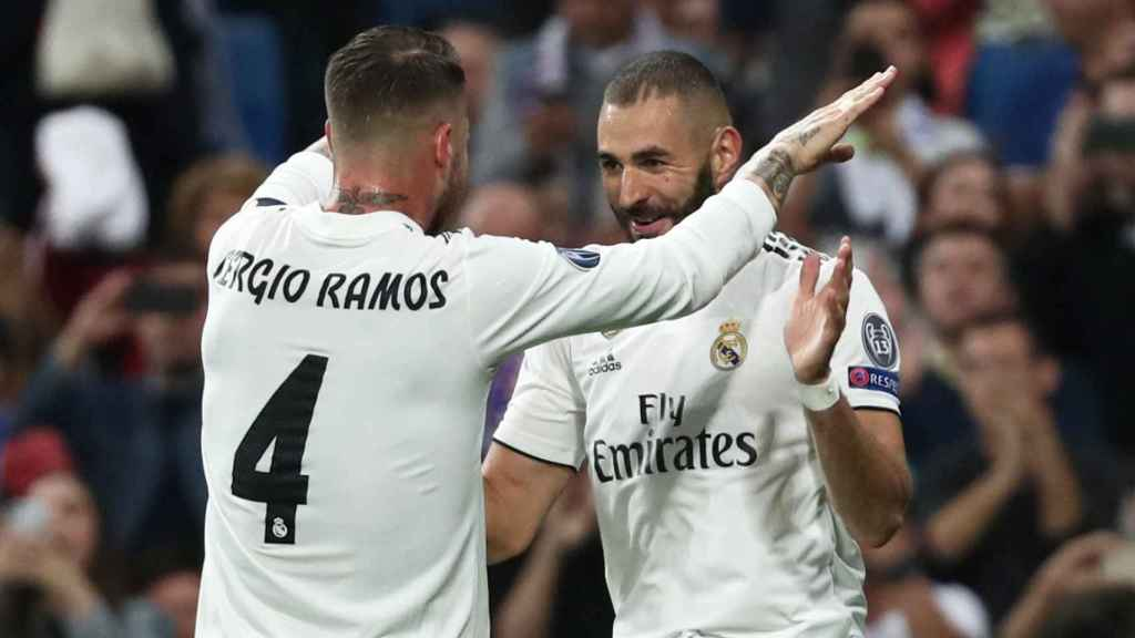 Benzema celebra su gol con Ramos.