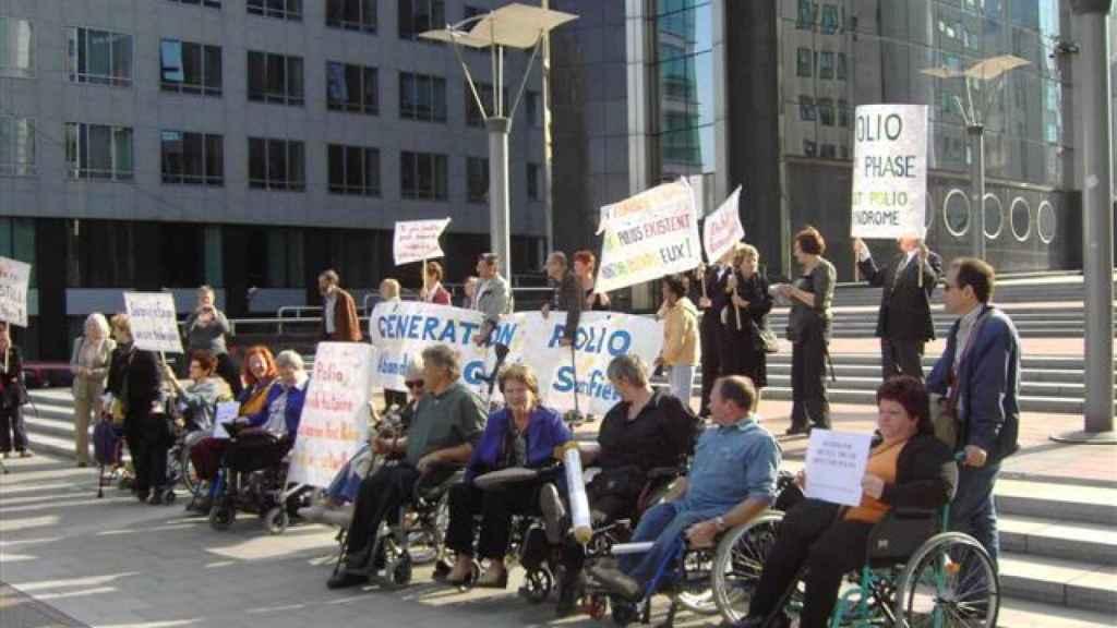 Protesta de European Polio Unión, ante la sede del Parlamento Europeo