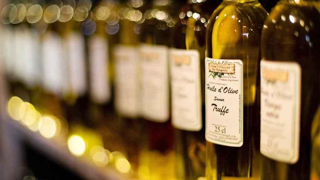 Unas botellas de aceite de oliva.
