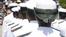 Formación de mujeres militares/.