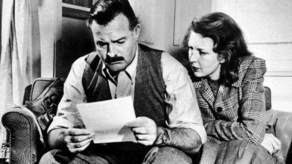 Hemingway y Gellhorn en 1942, dos años después de casarse.
