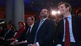 De izquierda a derecha: Albert Rivera, de Ciudadanos; Carmen Calvo, vicepresidenta del Gobierno; Pedro J. Ramírez, director de EL ESPAÑOL; José Luis Ábalos, ministro de Fomento; y Pablo Casado, líder del PP.