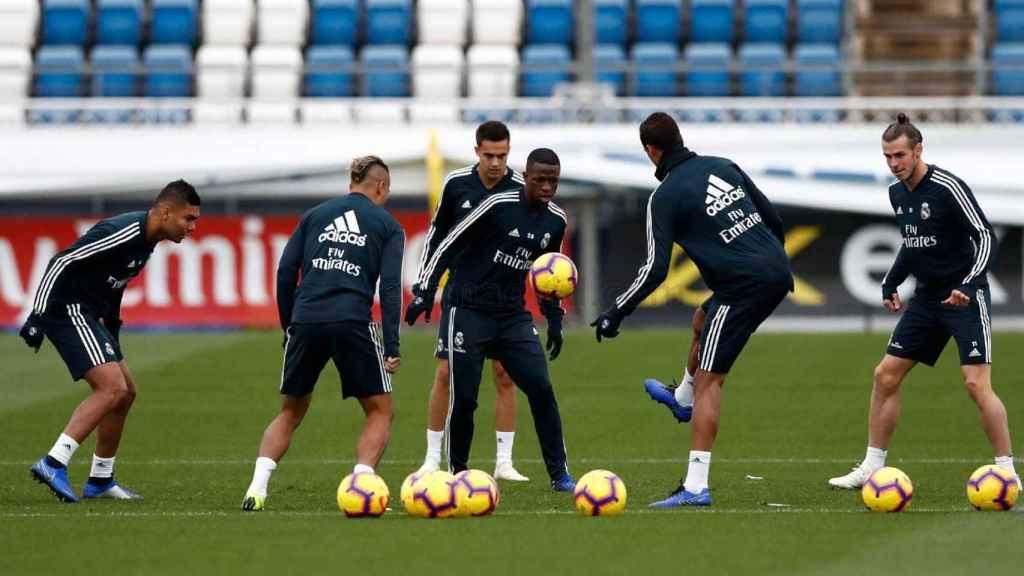 Vinicius entrenándose en Valdebebas junto a sus compañeros
