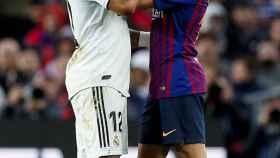 Jordi Alba consuela a un lesionado Marcelo en El Clásico