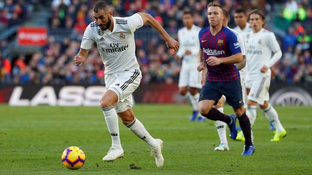 Karim Benzema, a la contra durante El Clásico