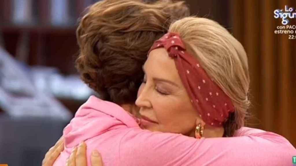 Lomana abrazándose a Dell'Atte.