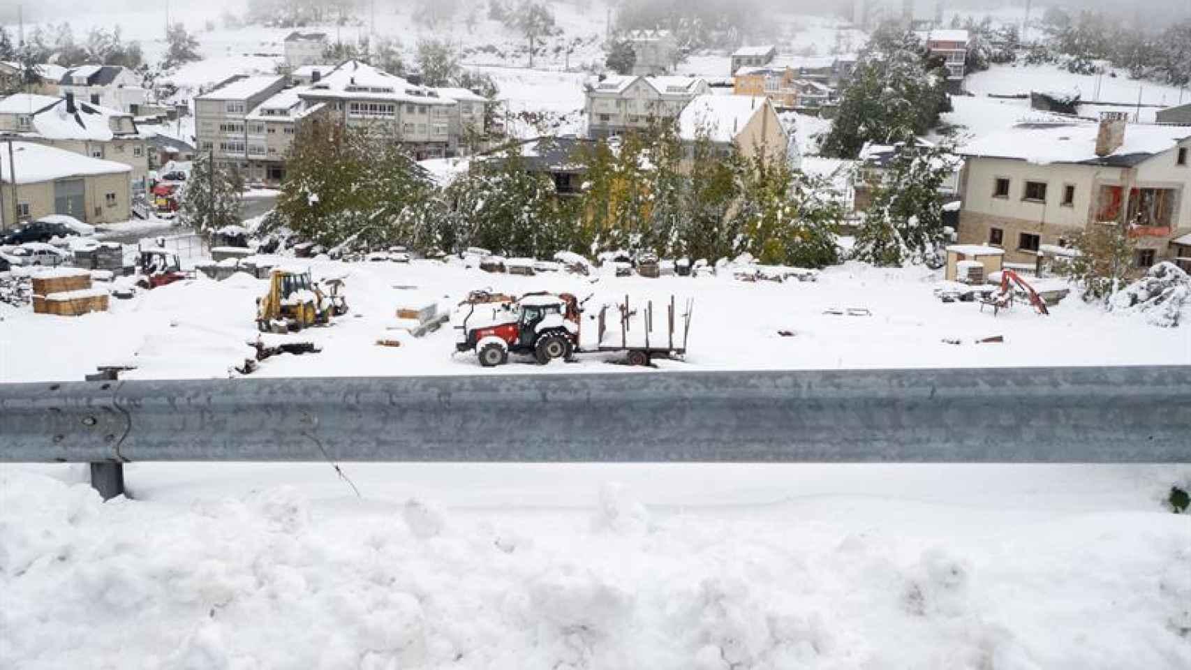 Vista del pueblo de Pedrafita do Cebreiro (Galicia) que se encuentra cubierto por la nieve.