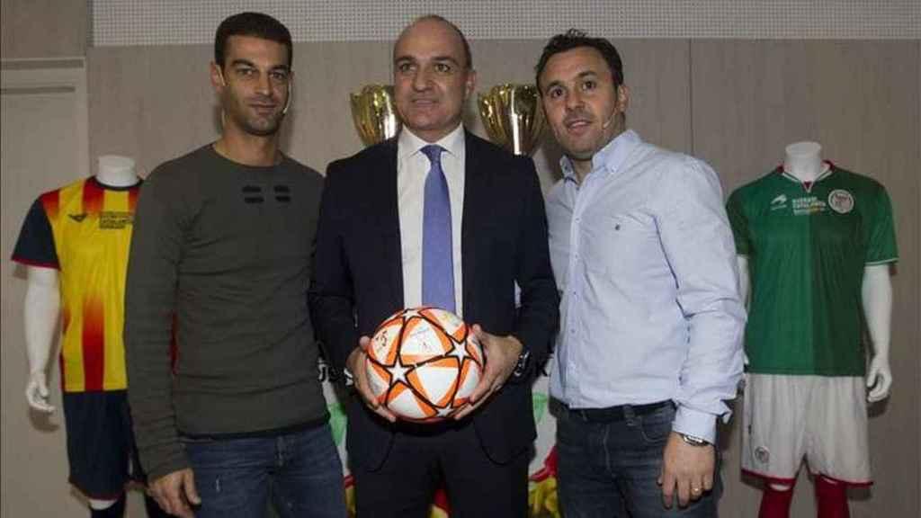 Andreu Subies junto a Gerard y Sergio, ambos exjugadores del Barcelona.