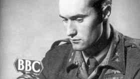 Joachim Ronneberg, durante un programa de radio, la que sería su profesión tras la guerra.