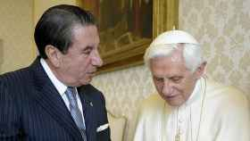 Francisco Vázquez junto al papa Benedicto XVI.
