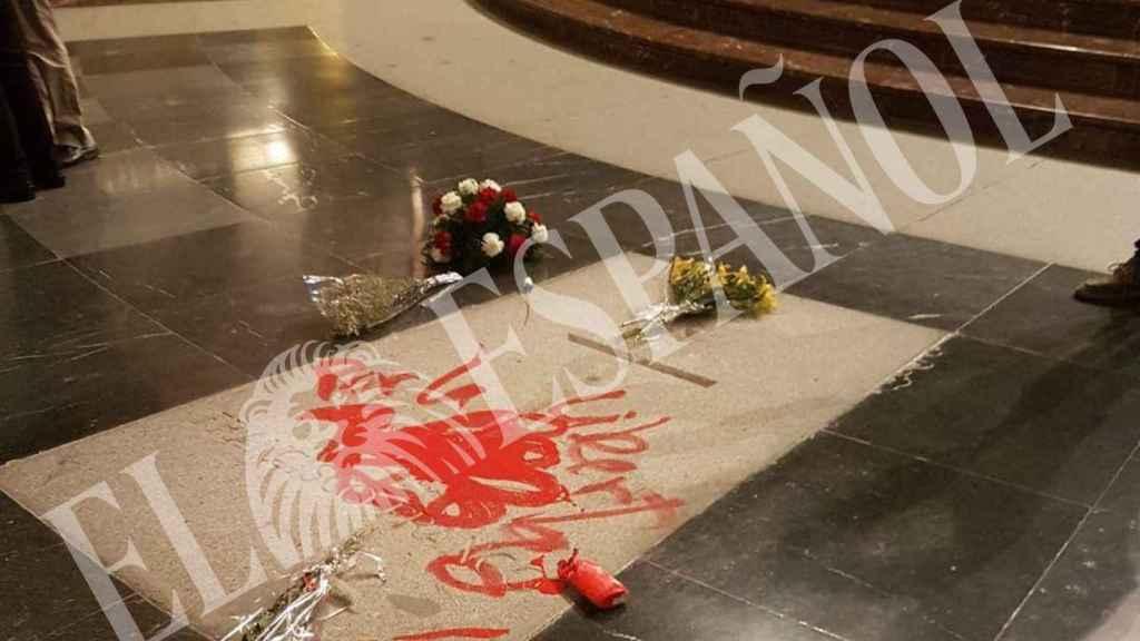 La pintada en la tumba de Franco.