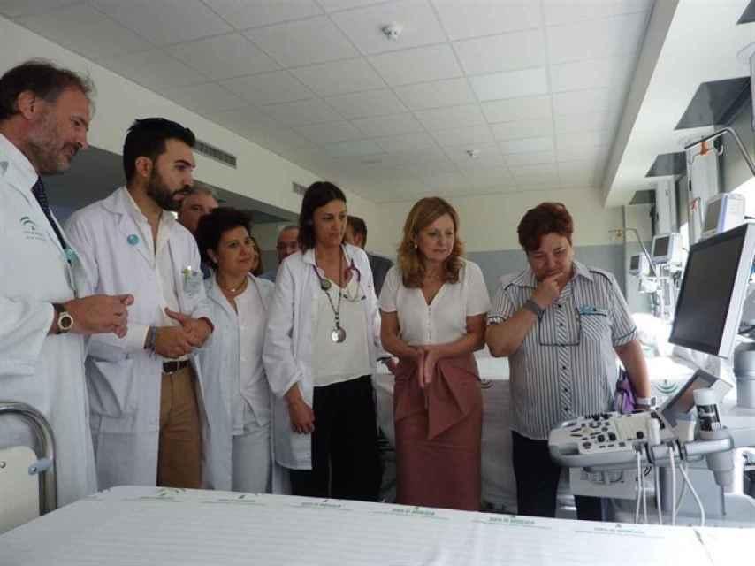 La consejera de Salud, Marina Álvarez, durante la inauguración de la unidad de ictus del hospital Juan Ramón Jiménez de Huelva.