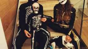Isco Alarcón, Sara Sálamo y el hijo del futbolista vestidos de esqueletos. Foto: Instagram (@sarasalamo)