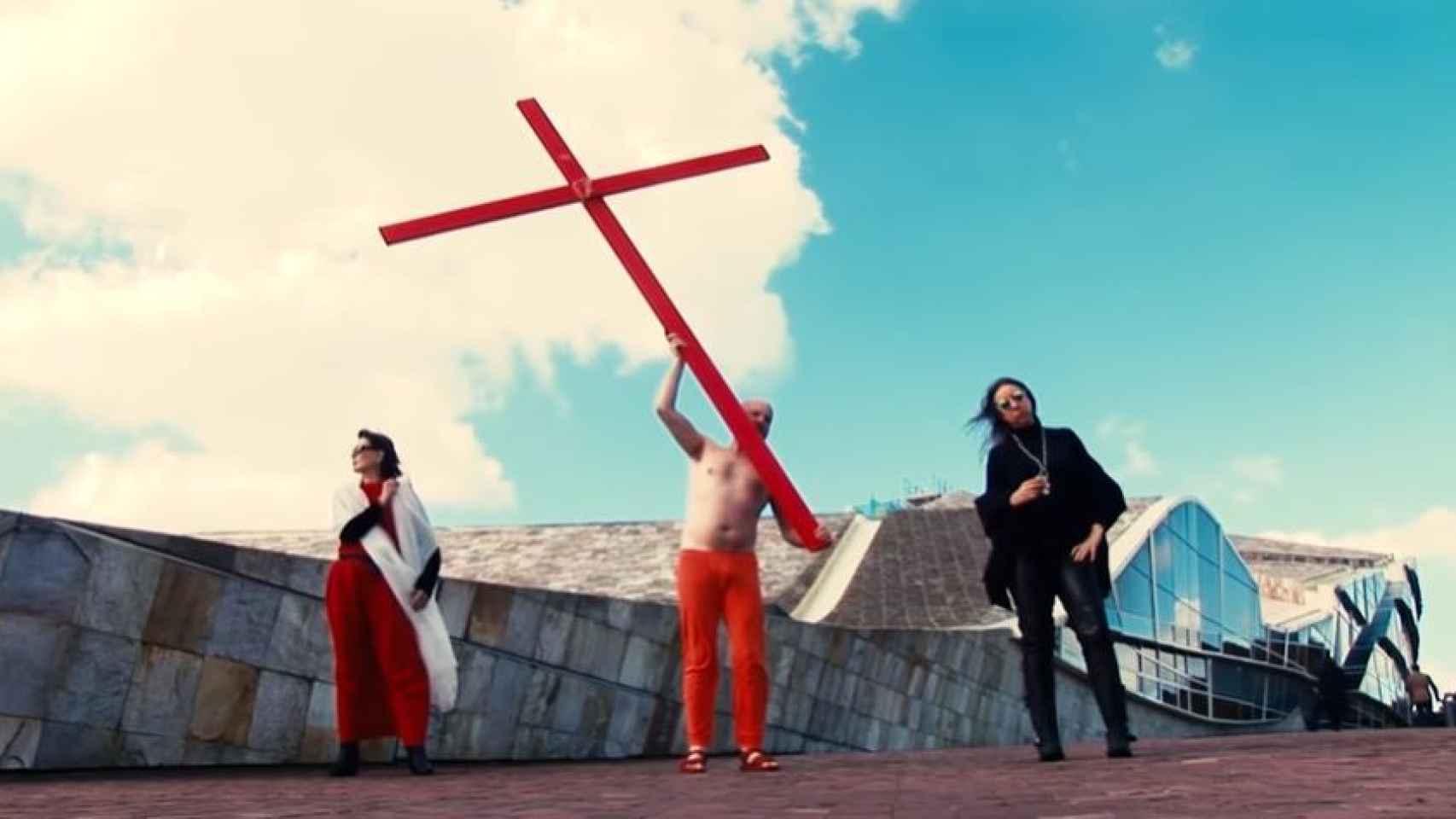 Así son las 'performances' de Enrique Tenreiro, el hombre que profanó la tumba de Franco