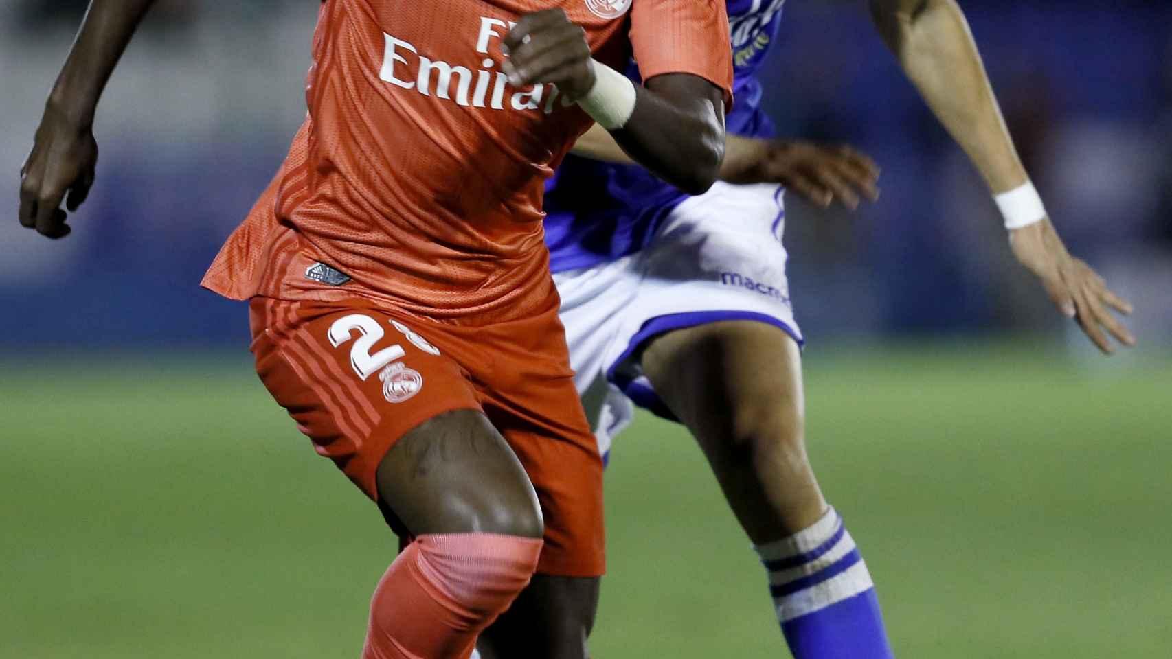 Vinicius debuta como titular en el Real Madrid ante el Melilla