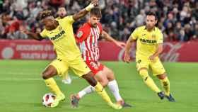 Samu pelea por el balón con un jugador del Almería