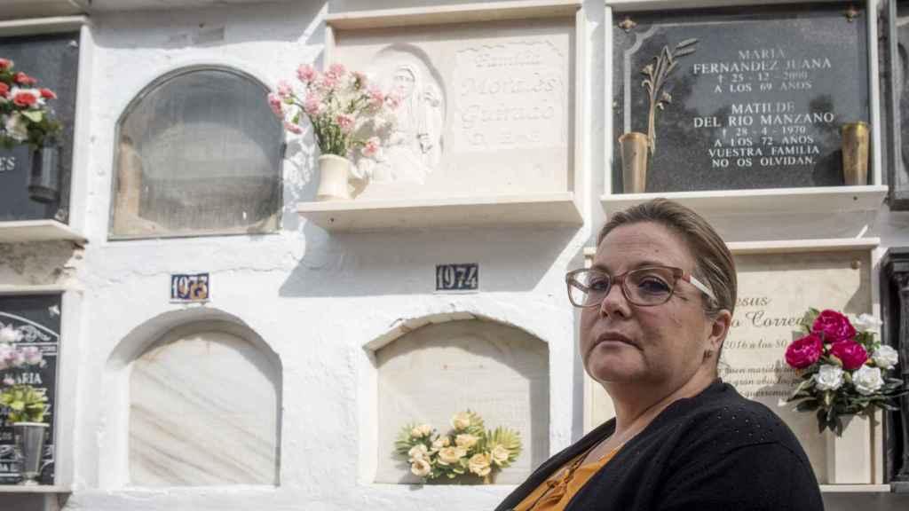 María Pilar vivía en Huelva, provincia que, junto a Sevilla, alcanza cada año la cifra más alta de mortalidad por ictus de España. Su hermana Blanca acude a visitarla.