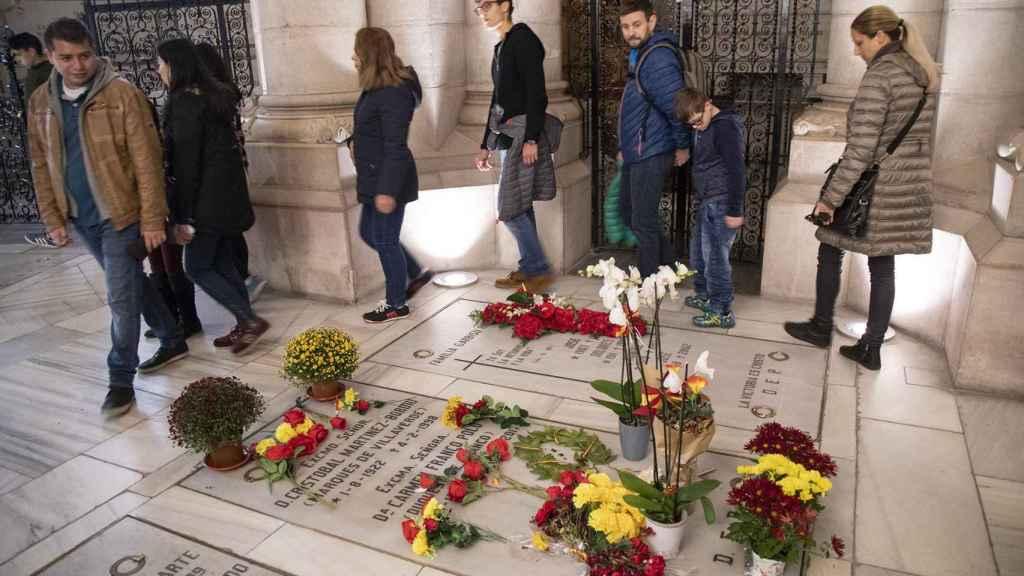 La expectación era máxima en torno al nicho familiar de los Franco.