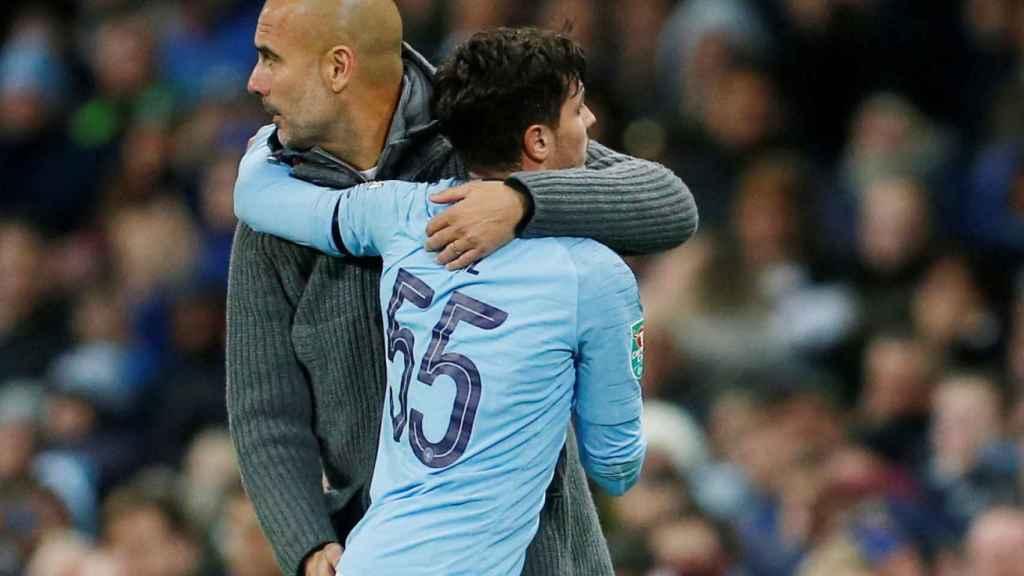 Guardiola se abraza con Brahim Diaz
