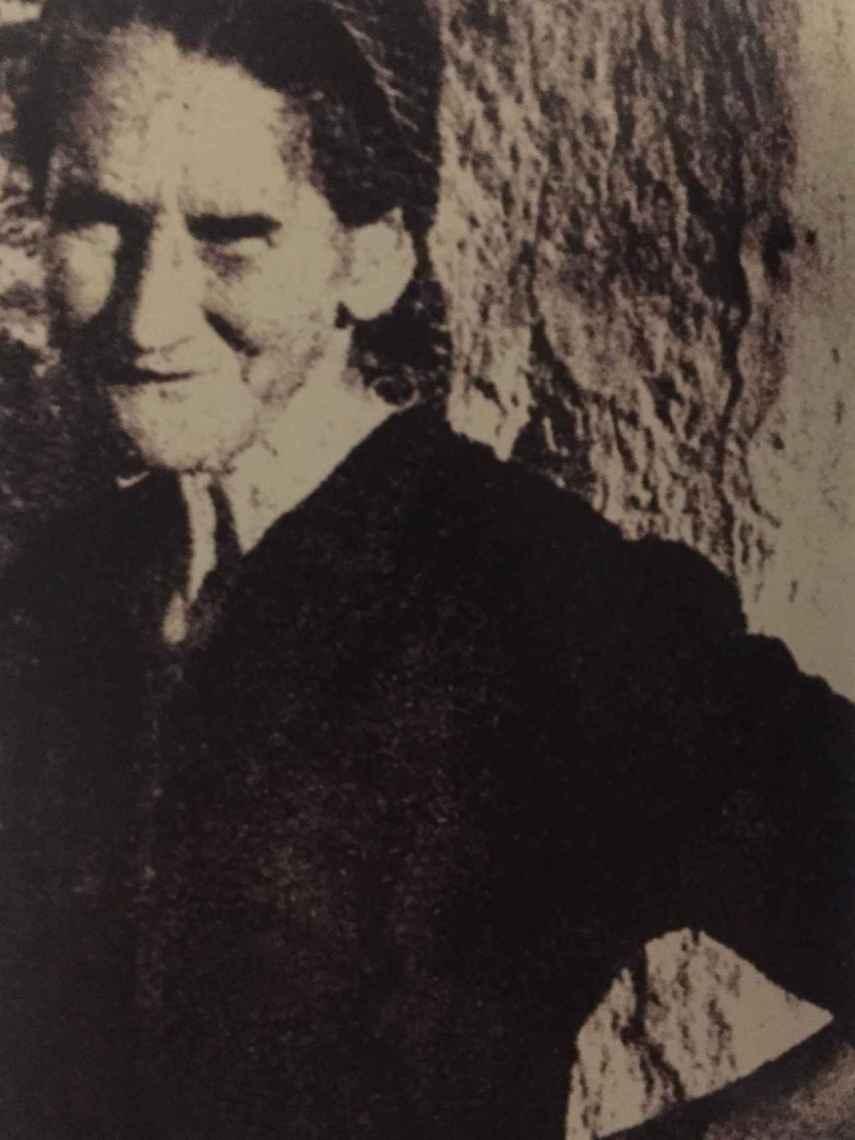 Una de las pocas fotos que se conservan de Paca. Fue obligada a guardar luto de por vida.