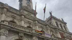 Valladolid-Ayuntamiento-banderas-dia-homofobia-transfobial