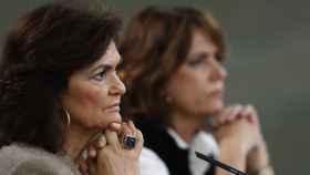 Carmen Calvo y Dolores Delgado, en la rueda de prensa posterior al Consejo de Ministros.