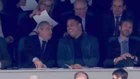 Florentino Pérez y Ronaldo Nazario, en el palco del Santiago Bernabéu