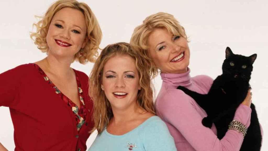 La Sabrina de 1996 junto a sus tías.