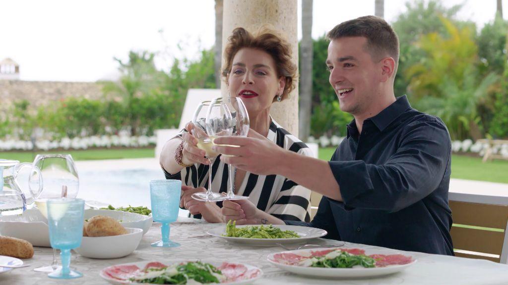"""Antonia Dell'Atte saca los colores a su hijo: """"Lo del pito de Lecquio es hereditario"""""""