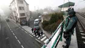 Efectivos de la Guardia Civil vigilan las calles de la localidad navarra de Alsasua ante el acto de España Ciudadana, impulsado por Cs, en apoyo de la Guardia Civil.