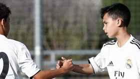 Dos jugadores alevines del Real Madrid