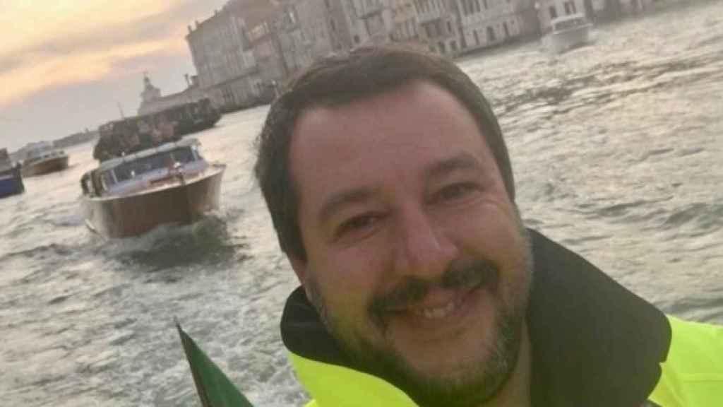 El polémico 'selfie' de Salvini.