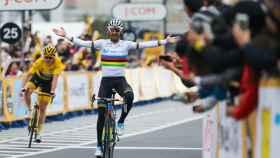 Alejandro Valverde, tras cruzar la línea de meta. Foto: Twitter (Movistar_Team)