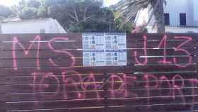 Pintadas contra el juez Ramírez en Port de la Selva (Gerona).