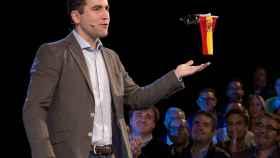 El PP convierte la bandera de España en Robocop