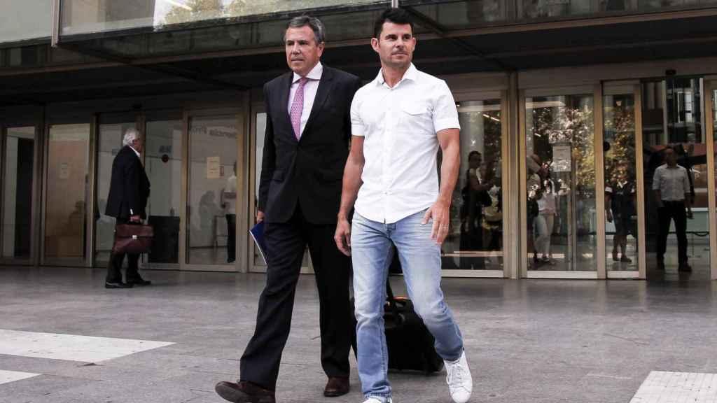 Fernando Osuna y Javier Santos saliendo del juzgado.