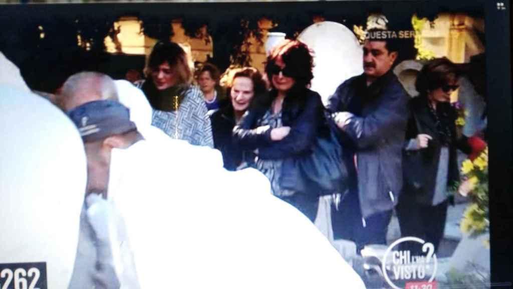 La familia Biondo al completo acude a la exhumación de Mario.