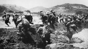 Tropas británicas durante una ofensiva en la batalla de Galípoli.