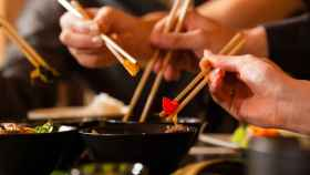 Carne humana en un restaurante vegetariano de comida tailandesa