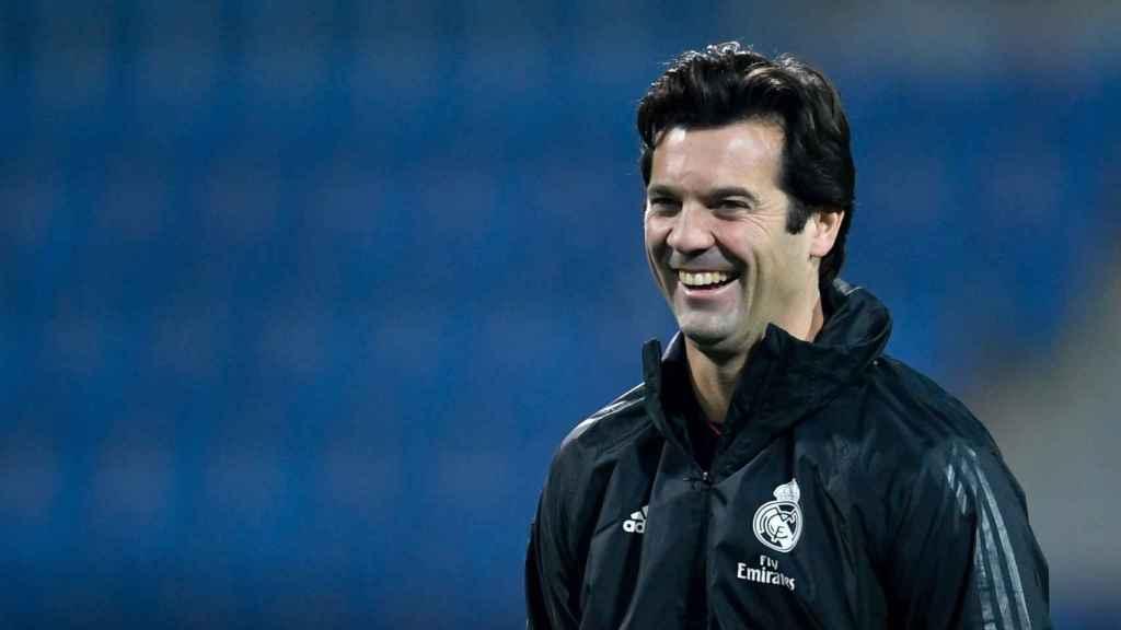 Santiago Solari sonriente