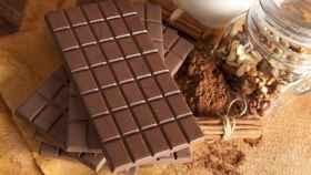 Una tableta de chocolate negro con un 85% de cacao.