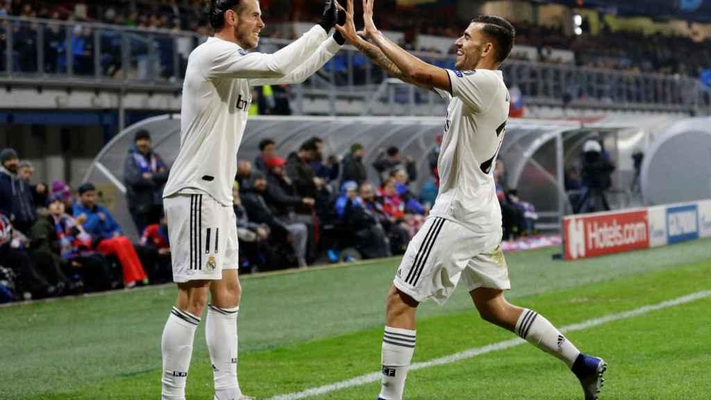 Ceballos celebra el gol de Bale