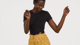 Falda de flecos color mostaza de H&M