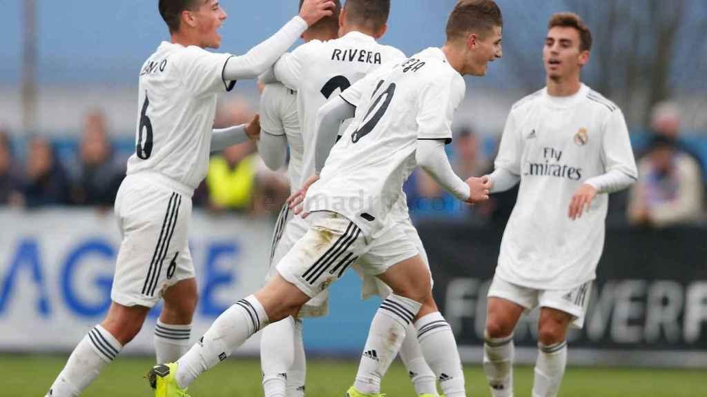 Los futbolistas del Madrid celebran uno de los goles