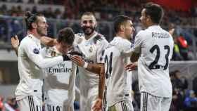 Los jugadores del Real Madrid celebran un gol ante el Viktoria Pilsen