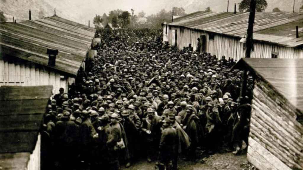 Algunos de los soldados italianos hechos prisioneros por Rommel.