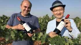 Félix Solís Ramos, de la bodega Félix Solís Avantis, y Chen Qi, fundador de S.Z. Food, en Valdepeñas.